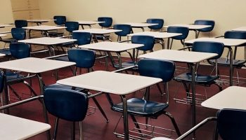 a classroom full of empty desks and chairs